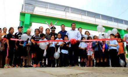 Inaugura el alcalde SLQC la obra del puente peatonal en Poza Rica Ver.