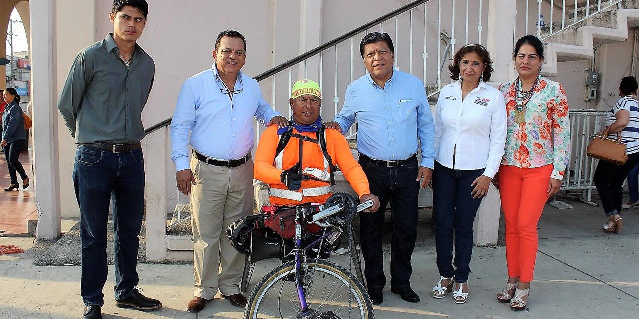 Reconoce alcalde al atleta especial Mario Dávalos
