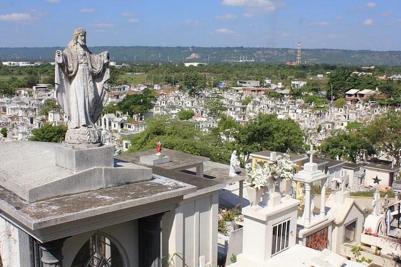 Más de seis mil personas visitaron los panteones el 10 de mayo