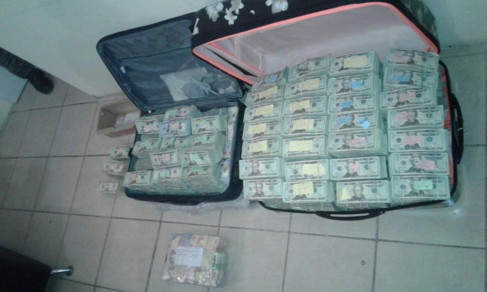 Detienen a dos que trasportaban más de $2 mdd en Tamaulipas