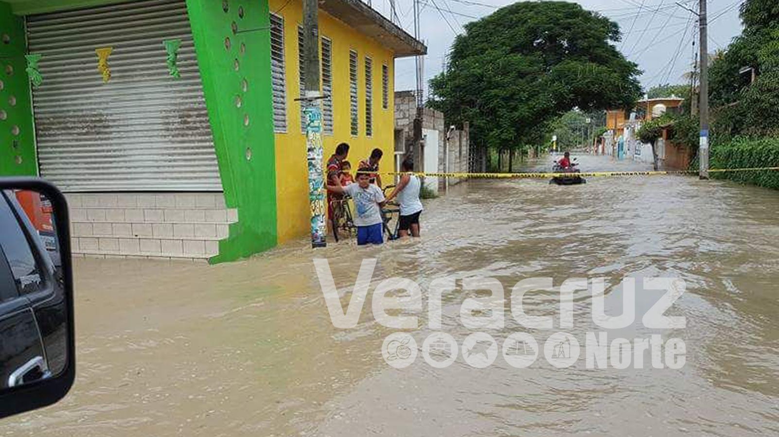 Fuertes lluvias dejan a Álamo incomunicada bajo el agua
