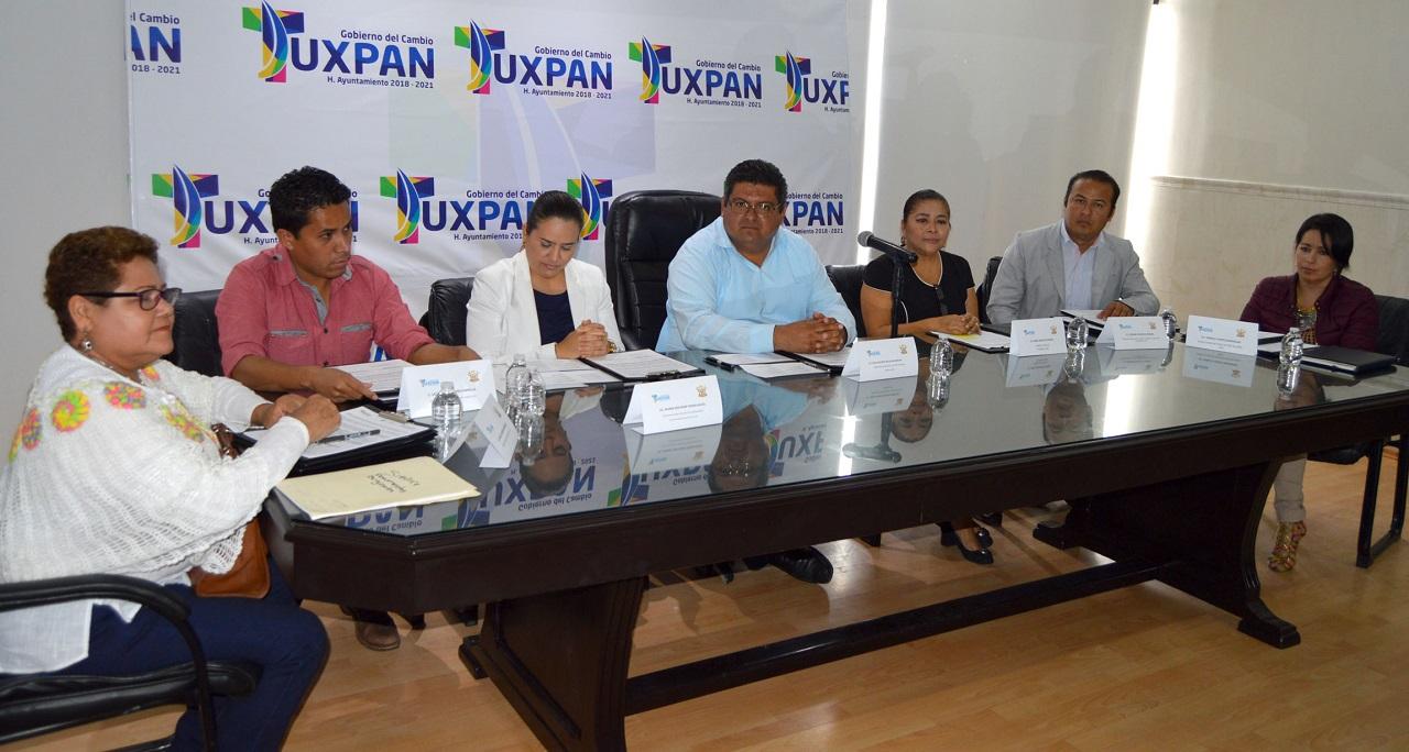 Firma de convenio y colaboración educativo entre IVEA y ayuntamientos de la zona norte: Tuxpan