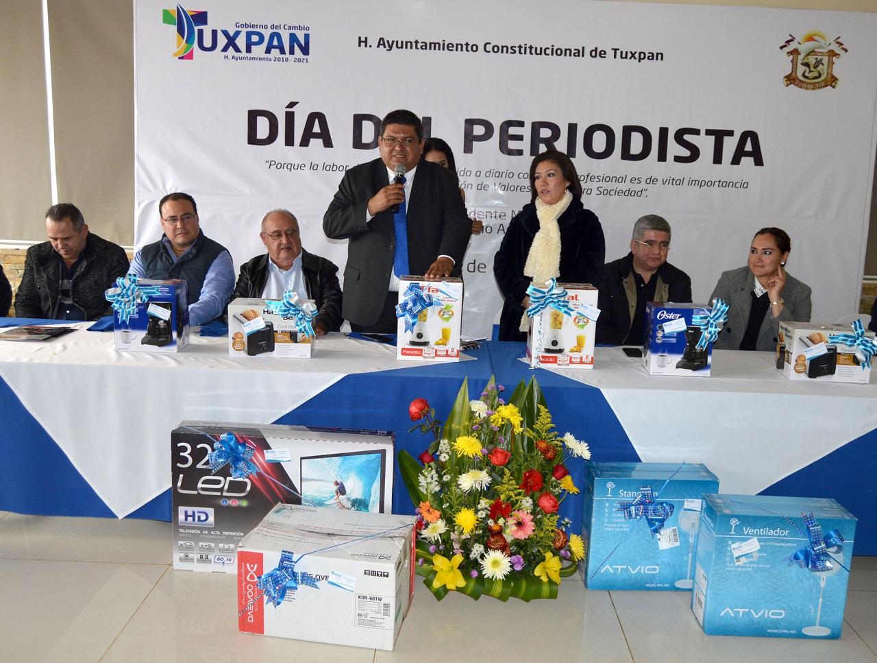Alcalde reconoce labor periodística: Tuxpan
