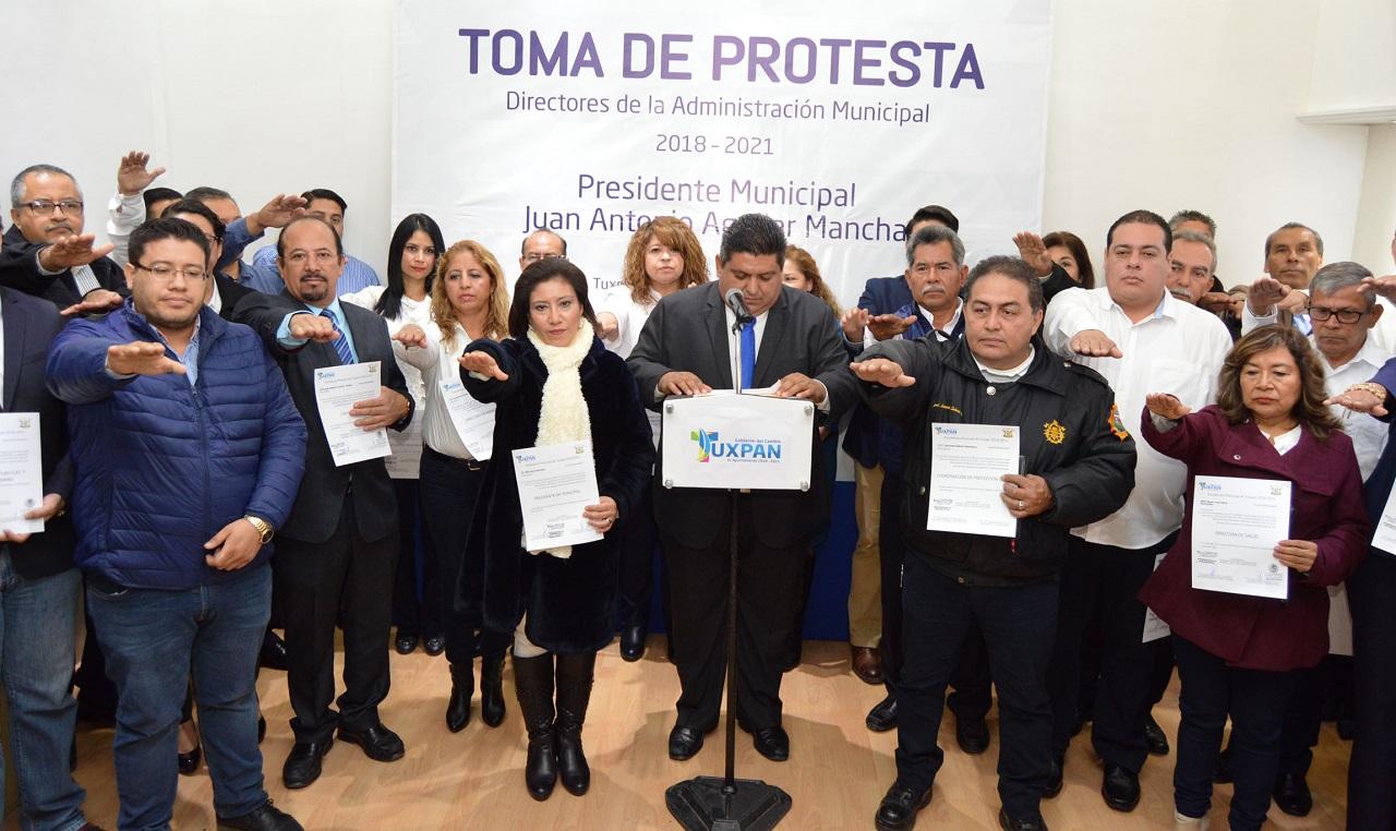 Toman protesta a directores: Tuxpan