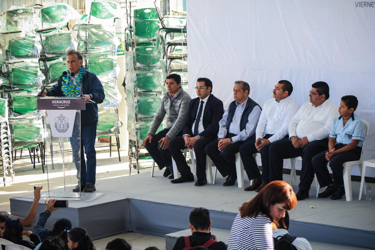 En el estado se han invertido 200 millones de pesos en equipamiento a planteles educativos: Tuxpan