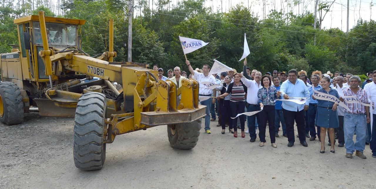 El nuevo ejke de gobierno comenzó aplicarse con la rehabilitación de caminos: Tuxpan