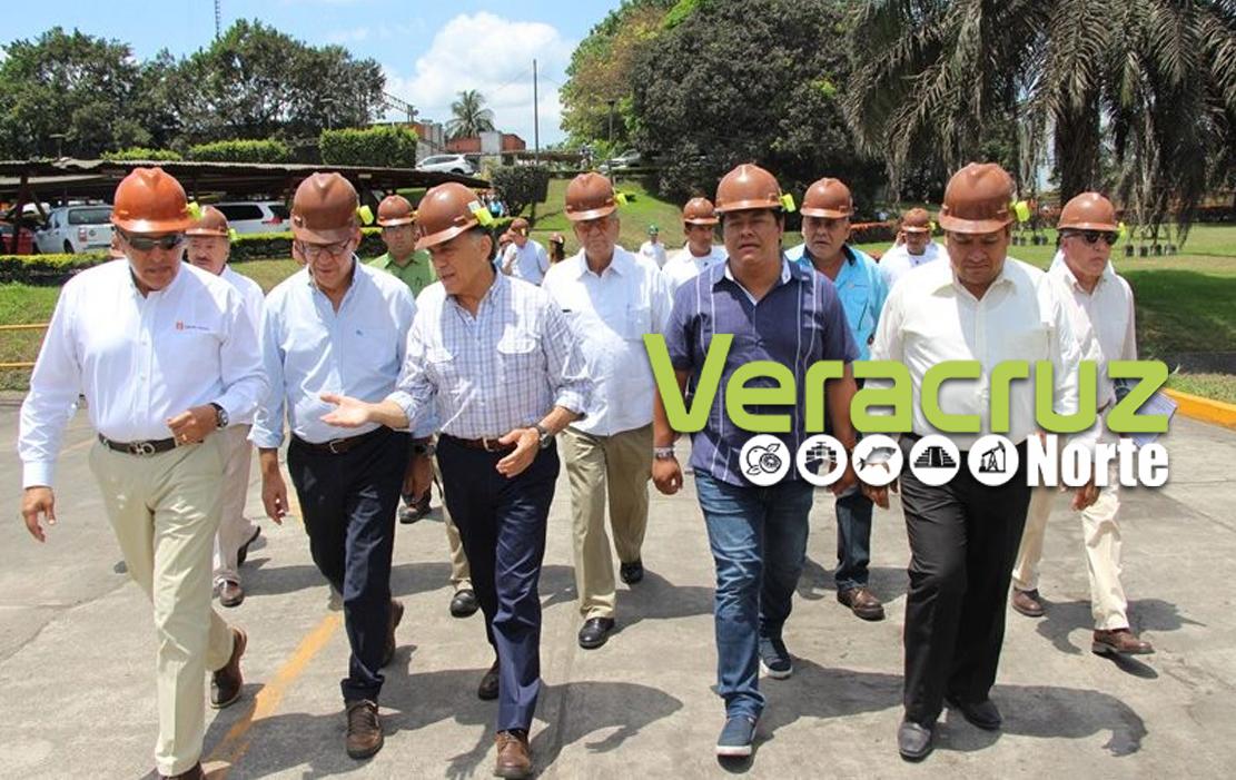 Recorre el Gobernador del Estado el Ingenio Tres Valles, acompañado por el Secretario del Trabajo