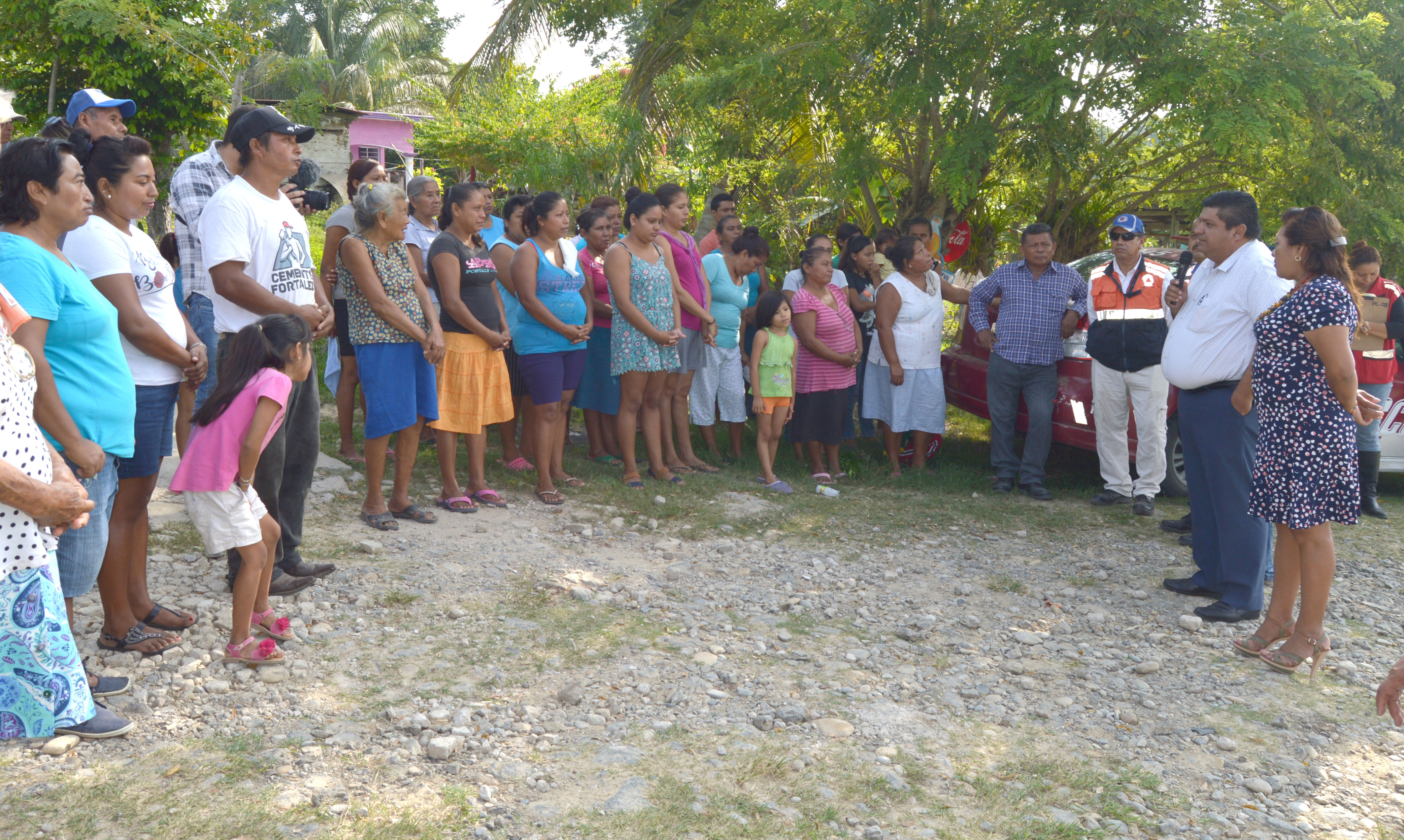 Alcalde Antonio Aguilar Mancha entrega apoyos a comunidades