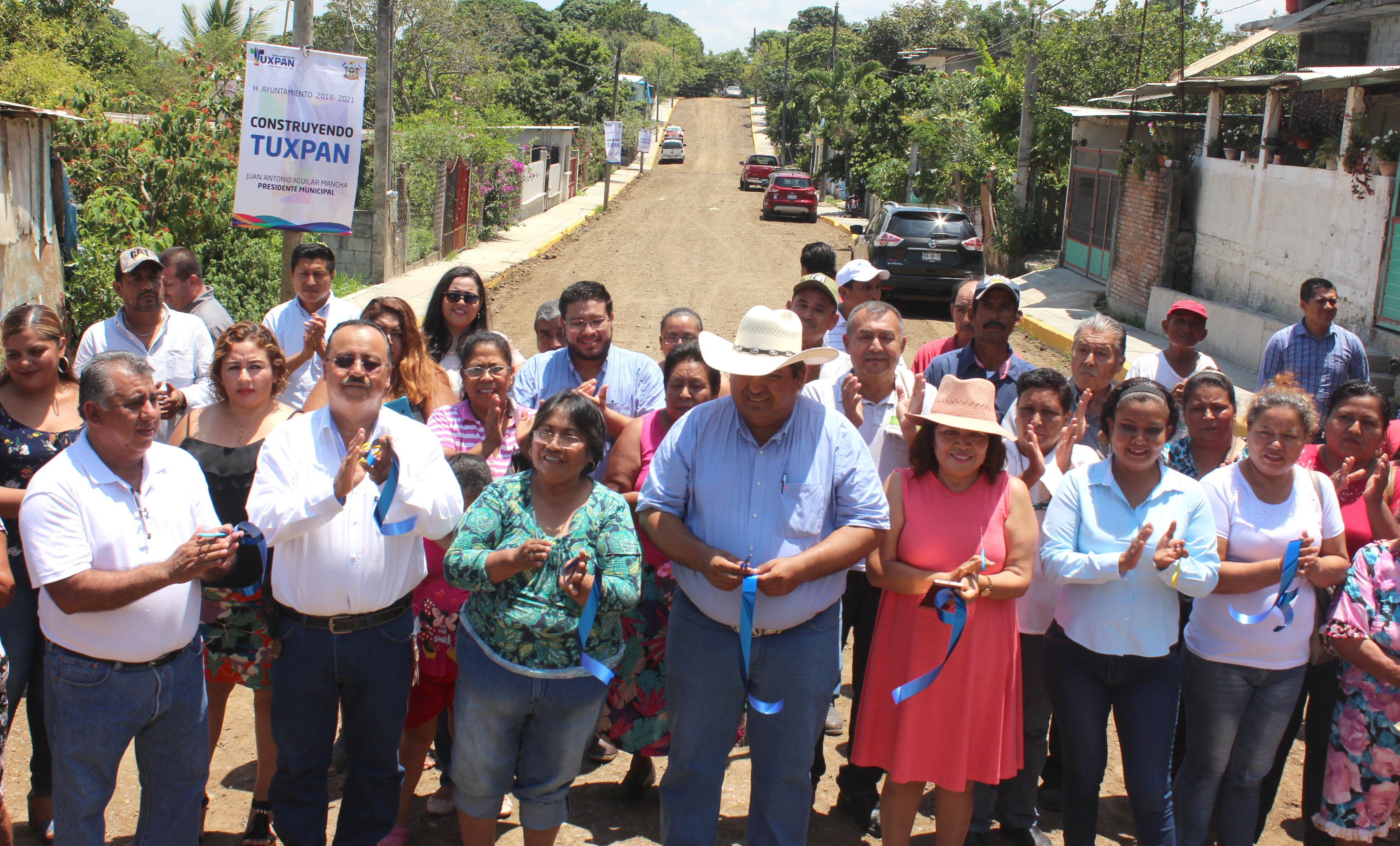 Toño Aguilar supervisa apoyos en la comunidad de El Edén e inaugura obra en La Victoria