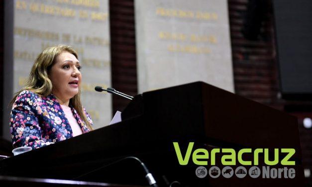 Rosario Guzmán a favor de la comparecencia del titular de la PGR