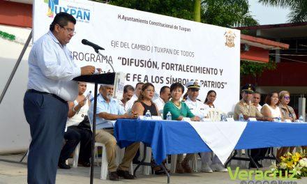 Toño Aguilar se compromete con domo en la Secundaria Técnica No. 76