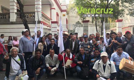 Se reúnen pescadores con representantes de AMLO