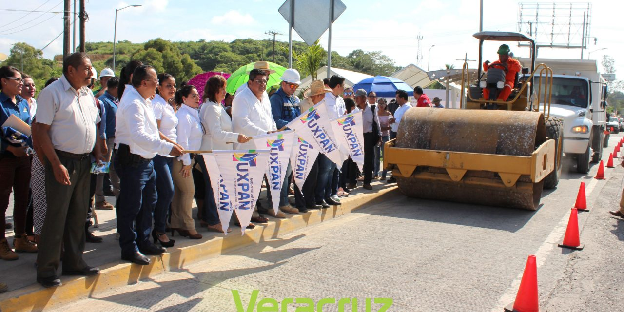 Alcalde da banderazo a reencarpetado asfáltico, entronque UV a Valle Alto