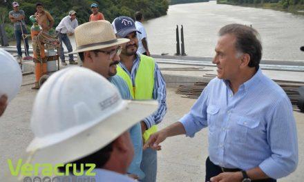 Supervisa el Gobernador Yunes la obra de construcción del Puente Ojite