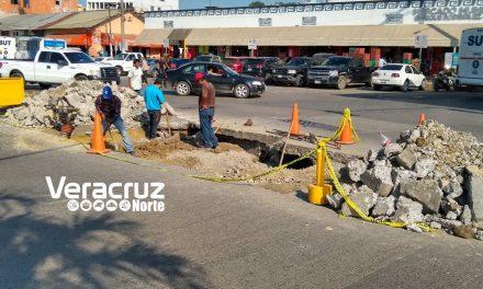 Tuxpan: Drenaje fracturado provocó socavón en la avenida Independencia