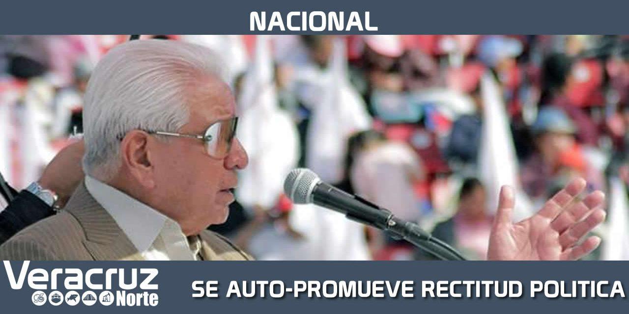 SE AUTO-PROMUEVE COMO MODELO DE RECTITUD POLÍTICA Y MORAL