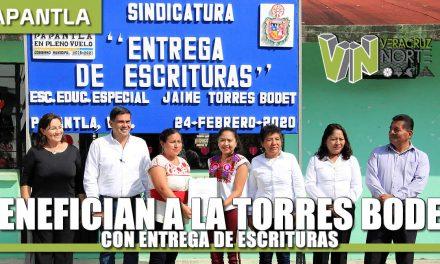 BENEFICIAN A LA TORRES BODET CON ENTREGA DE ESCRITURAS