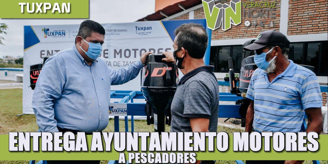 ENTREGA AYUNTAMIENTO MOTORES A PESCADORES DE LA MATA