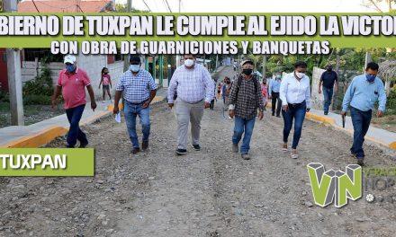 GOBIERNO DE TUXPAN LE CUMPLE AL EJIDO LA VICTORIA CON OBRA DE GUARNICIONES Y BANQUETAS