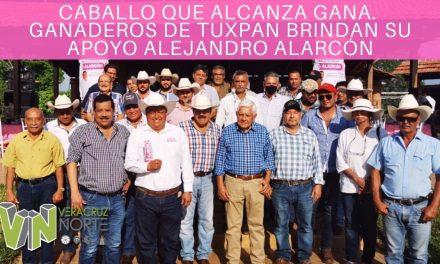 CABALLO QUE ALCANZA GANA. GANADEROS DE TUXPAN BRINDAN SU APOYO ALEJANDRO ALARCÓN