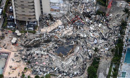Edificio se derrumba en miami, se registra 1 persona muerta y 100 desaparecidos entre los escombros